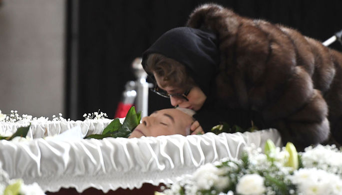 Собчак так и не дождались: Божена похоронила Малашенко