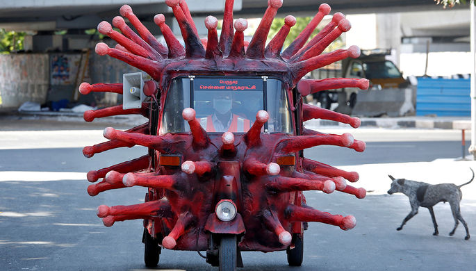 Моторикша в виде коронавируса в городе Ченнаи, Индия, апрель 2020 года