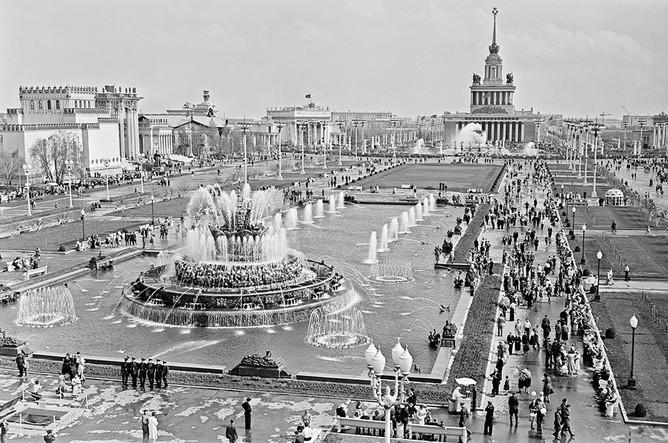 Площадь Колхозов на Выставке достижений народного хозяйства СССР