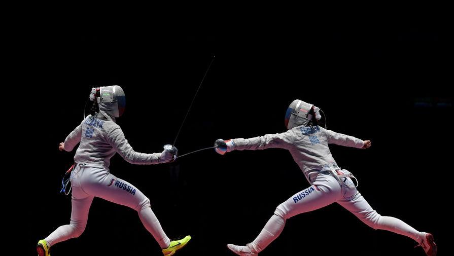 Софья Великая (Россия) (слева) и Яна Егорян (Россия) в финальном поединке индивидуального первенства по фехтованию на саблях среди женщин на XXXI летних Олимпийских играх