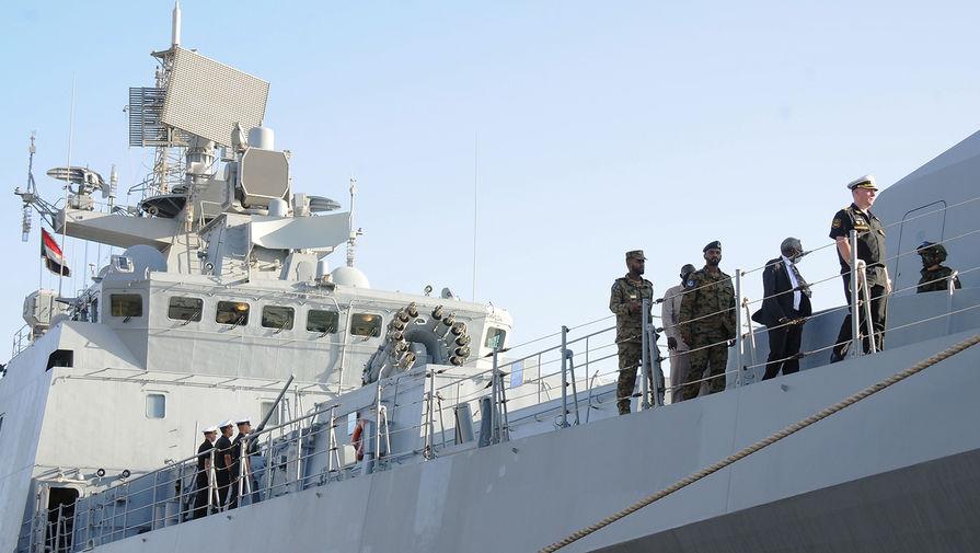 Российский боевой корабль «Адмирал Григорович» в Порт-Судане, марта 2021 года
