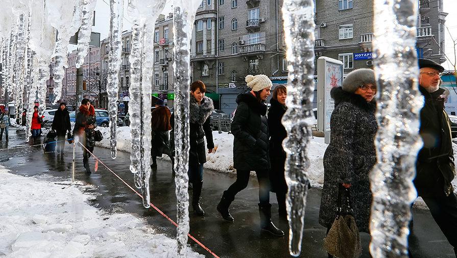 Жители Киева в центре города