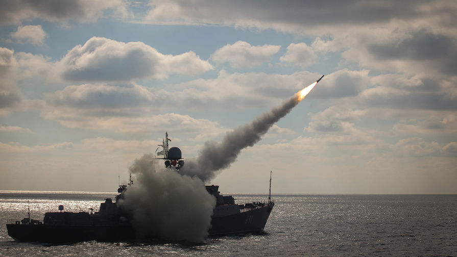 Видео запуска зенитных ракет с корабля «Смерч» показали в Сети