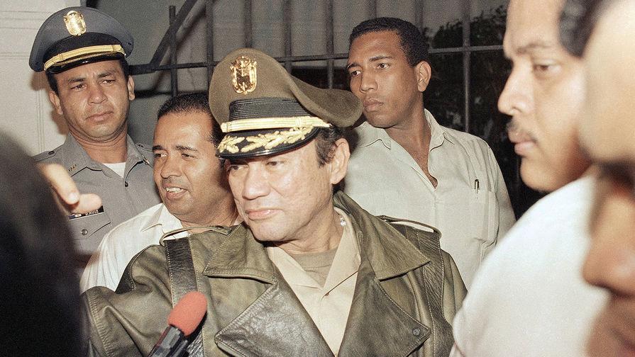 Мануэль Норьега в президентском дворце Панамы, 1988 год