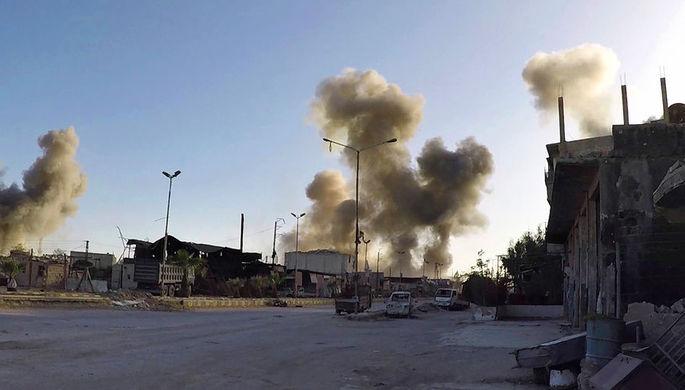 Дым над городом Дума рядом с Дамаском, 7 апреля 2018 года