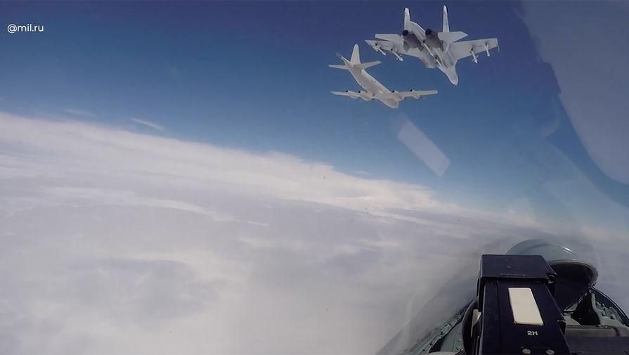 Флот поднял истребители: Су-27 перехватили самолеты ВВС США