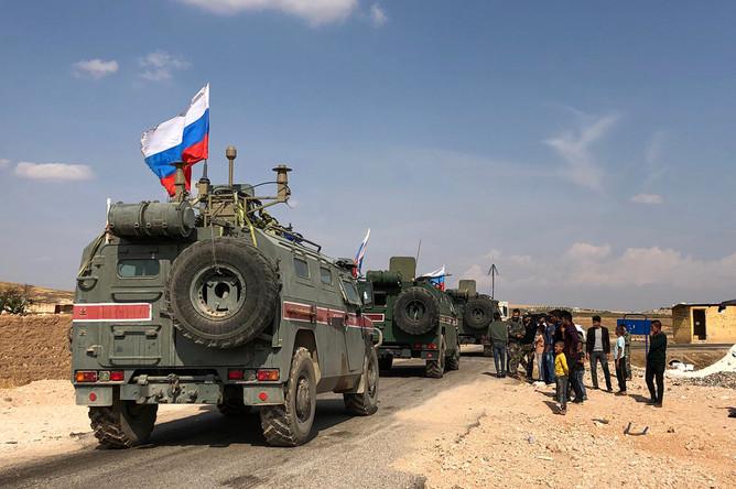 Бронеавтомобили военной полиции России в районе Кобани на сирийско-турецкой границе