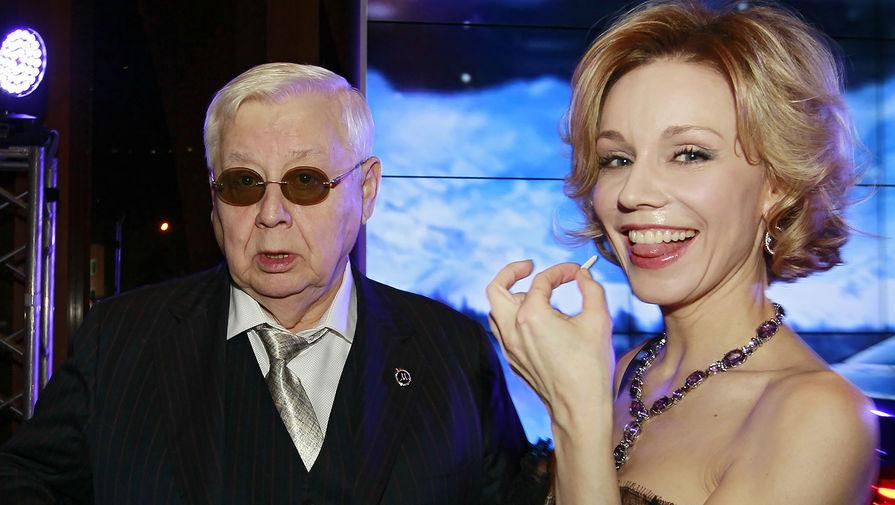 Художественный руководитель и директор МХТ имени А.П. Чехова Олег Табаков и его супруга, актриса Марина Зудина во время благотворительного аукциона «Сердечный прием», 2012 год