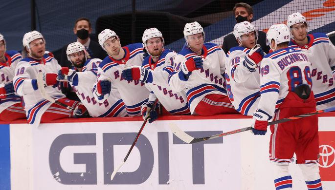 Нападающий «Нью-Йорк Рейнджерс» Павел Бучневич в матче НХЛ