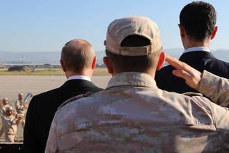 Президент Сирии Башар Асад, президент России Владимир Путин и министр обороны России Сергей Шойгу на российской авиабазе «Хмеймим», 11 декабря 2017 года