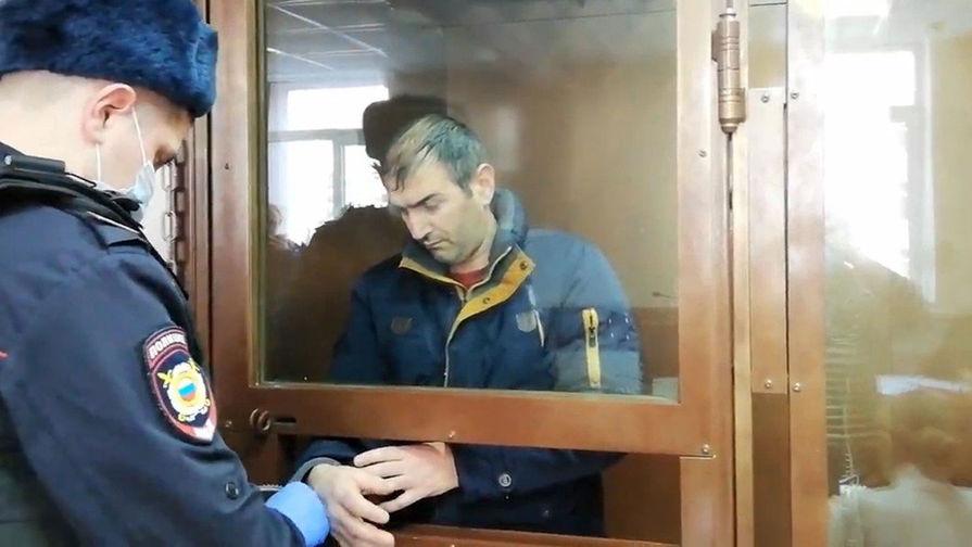Подозреваемый в заказном убийстве женщины на ул. Профсоюзная Артак Айвазян во время избрания меры пресечения в виде заключения под стражу до 23 марта 2021 года в Черемушкинском районном суде Москвы