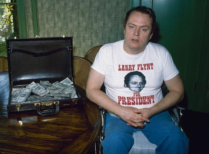 Ларри Флинт с чемоданом с деньгами в Лос-Анджелесе, 1983 год