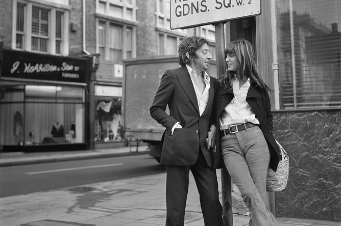 Джейн Биркин и режиссер Серж Гейнсбур в Кенсингтоне (Лондон), 1971 год