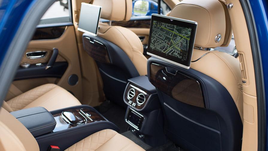 Салон Bentayga может быть четырех-, пяти-, либо семиместным. В автомобиле установлена...