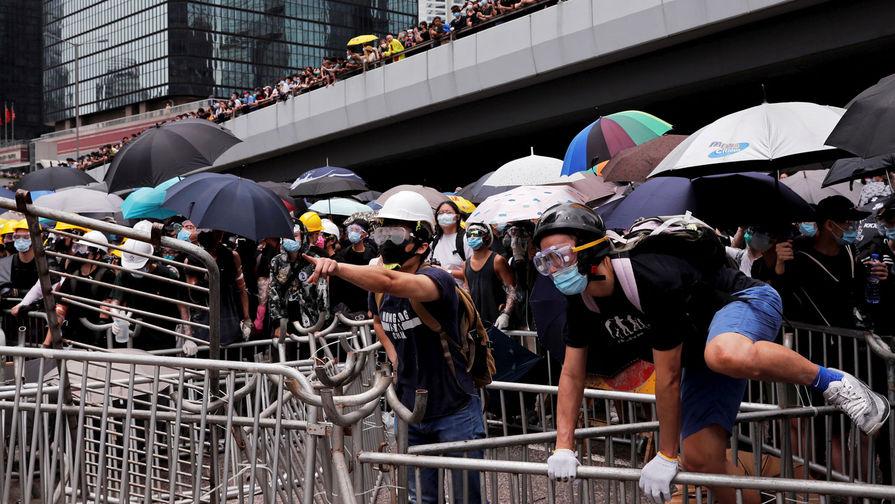 КНР обвинила Запад в поддержке зачинщиков протестов в Гонконге