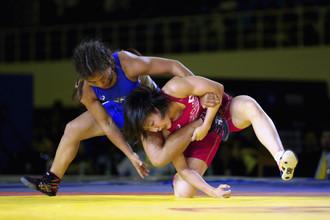 Россиянка Ирина Ологонова и японка Тихо Хамада в финале весовой категории до 55 кг на чемпионате мира в Ташкенте