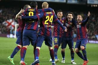 Футболисты «Барселоны» празднуют забитый мяч