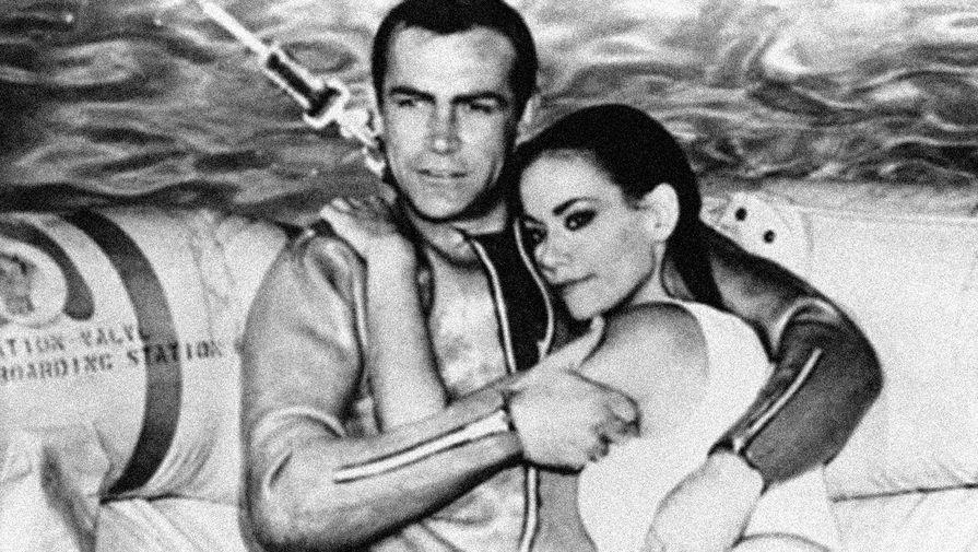 Актеры Клодин Оже и Шон Коннери в фильме «Шаровая молния» (1965)