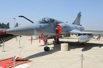 Французский многоцелевой истребитель четвертого поколения Mirage 2000 Дассо «Мираж» 2000 (Dassault Mirage 2000), разработанный в 1970-х годах фирмой Дассо. Всего в ВВС Индии 50 машин этого типа- 40 Mirage 2000E/I (2000H) и 10 Mirage 2000ED/IT (2000TH).