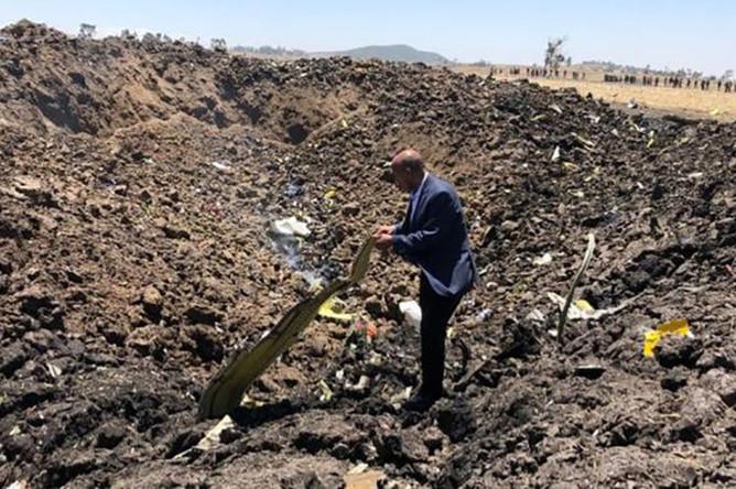 CEO авиакомпании Ethiopian Airlines Тевольде Гебремариам на месте крушения