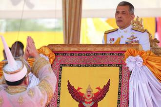 Король Таиланда Маха Вачиралонгкорн во время торжественной церемонии Первой борозды в Бангкоке, май 2018 года