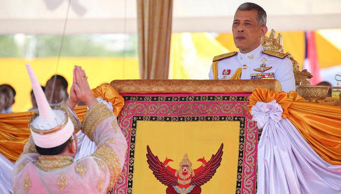 Король Таиланда и его фаворитка Сининат Вонгватчирапхакди