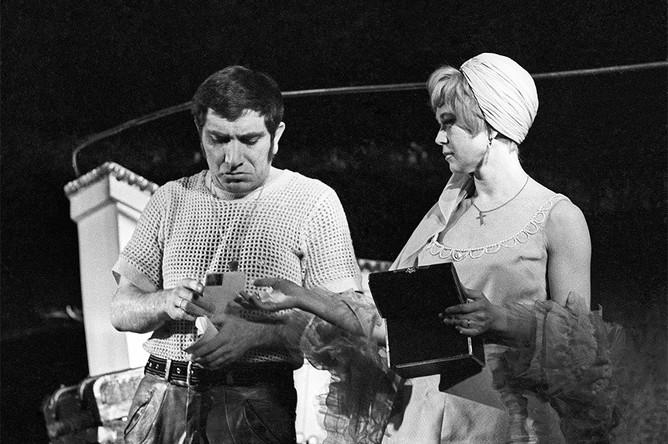 Армен Джигарханян и Светлана Немоляева в спектакле Театра им. Маяковского «Трамвай «Желание», 1971 год