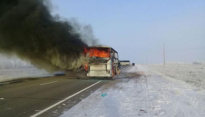 На месте возгорания автобуса в Актюбинской области Казахстана, 18 января 2018 года