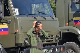 Военнослужащий вооруженных сил Венесуэлы во время конкурса в рамках «Армейских международных игр» на военном полигоне в Острогожске, 2016 год