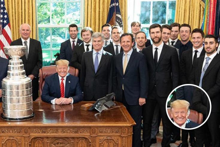 Тарасенко оперся на кресло Трампа во время фотосъемки в Белом доме