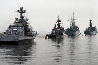 Корабли Тихоокенского флота (ТОФ) в парадном строю на праздновании Дня Военно-Морского Флота во Владивостоке