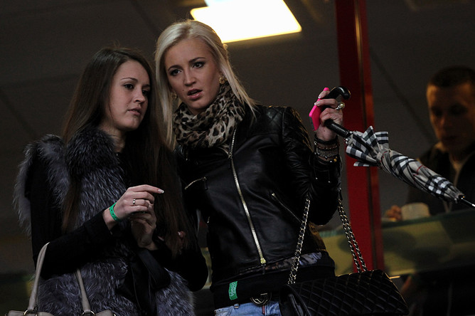 Жена Дмитрия Тарасова Ольга Бузова наблюдала за матчем «Локомотив» — «Терек» из ВИП-ложи