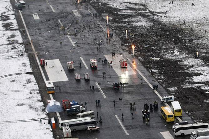 Вид на взлетно-посадочную полосу аэропорта, где при посадке разбился пассажирский самолет Boeing 737-800 авиакомпании FlyDubai
