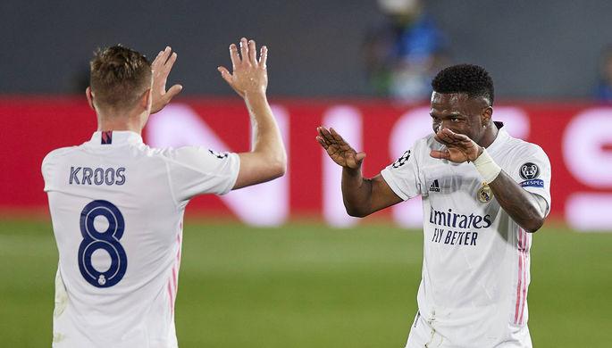 Игроки «Реала» Тони Кроос и Винисиус Жуниор празднуют гол в ворота «Ливерпуля»
