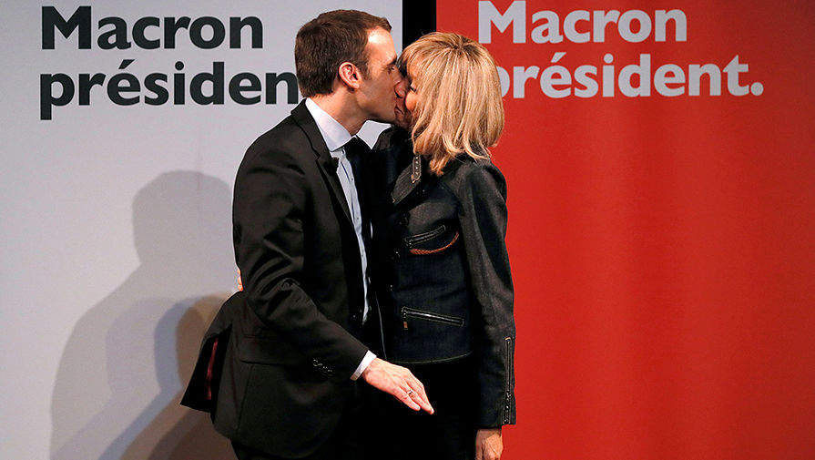 Эммануэль Макрон с супругой во время избирательной кампании, 2017 год