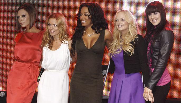 Участницы группы Spice Girls (слева направо) Виктория Бекхэм, Джери Холлиуэлл, Мелани Браун (Мел...