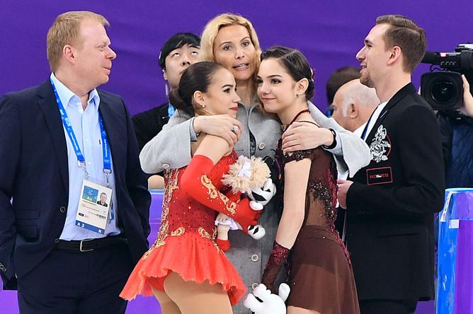 Фигуристка Алина Загитова, тренер по фигурному катанию Этери Тутберидзе, фигуристка Евгения Медведева