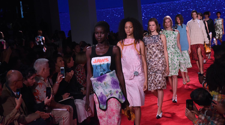 Самые яркие коллекции Недели моды в Нью-Йорке - Газета.Ru 69e17b5696b