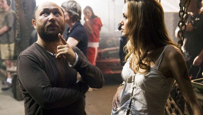 Тимура Бекмамбетов и Анджелина Джоли на съемках фильма «Особо опасен»