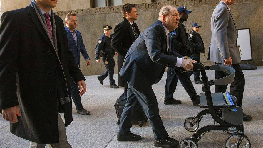 Суд присяжных признал Харви Вайнштейна виновным в изнасиловании