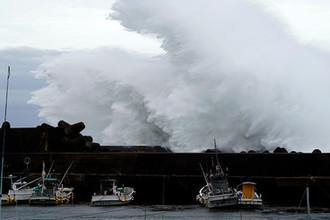 Такого не было 60 лет: в Японию идет разрушительный тайфун