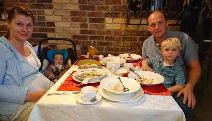 Погибла на месте: москвичка выпала с 9 этажа вместе с детьми