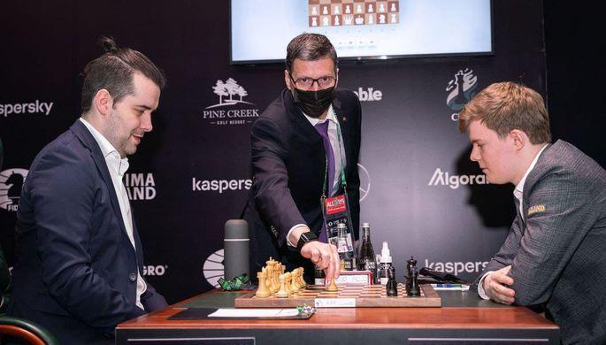 Гроссмейстеры Ян Непомнящий и Кирилл Алексеенко