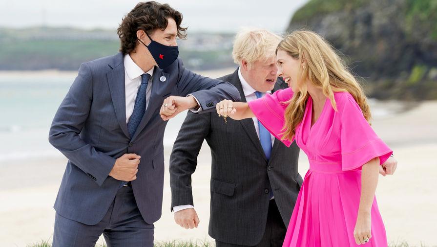 Премьер-министр Канады Джастин Трюдо, премьер-министр Великобритании Борис Джонсон с женой Кэрри Джонсон во время саммита G7 в Корнуолле