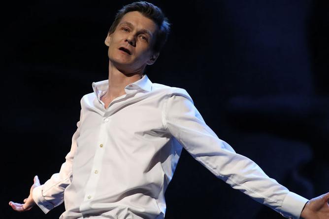 Филипп Янковский во время выступления на вечере памяти поэта Е. Евтушенко в театре имени Вл. Маяковского, 2017 год