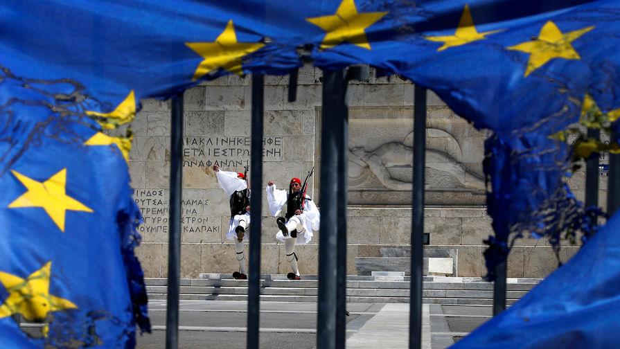 Греция вошла в еврозону при помощи фальсификации статистики, заявил Юнкер
