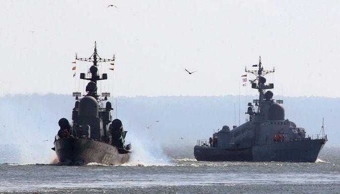 Поддержка с воздуха: российский корабль сопроводили в Ла-Манше