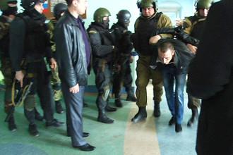 Полиция задержала захватчиков заложников в колледже Астрахани