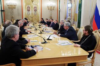 Владимир Путин на встрече с разработчиками концепции нового учебно-методического комплекса по истории
