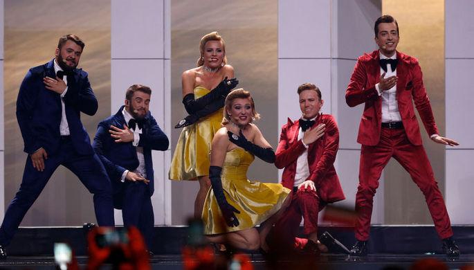 Представители Молдавии, участники группы DoReDos Сергей Мыца (слева), Марина Джундиет (в центре на...